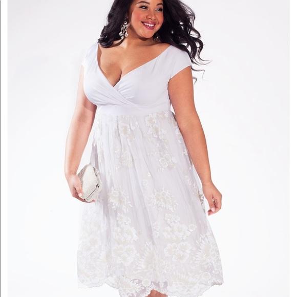 Dresses & Skirts - Plus Size Wedding Dress